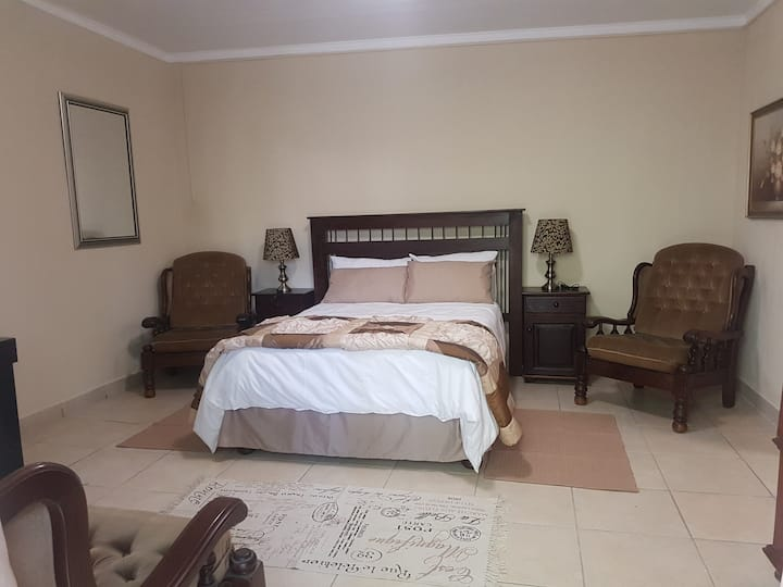 Charis Guest House, Hartswater 8570