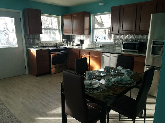 Newly remolded home with all the amenities!
