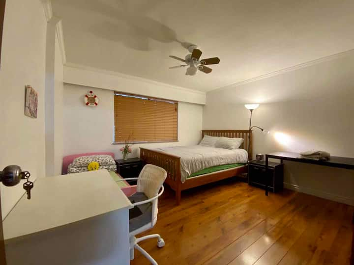 L5 Small family comfortable private room