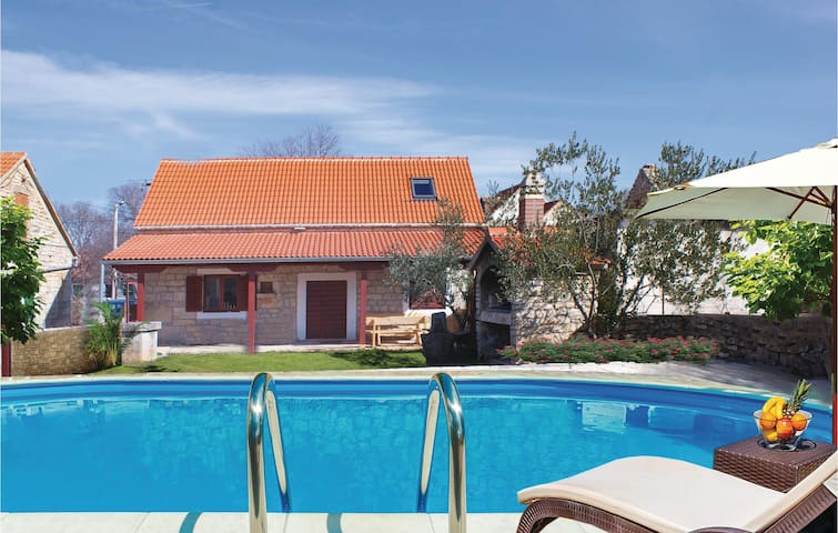 Holiday cottage with 3 bedrooms on 112 m² in Oklaj