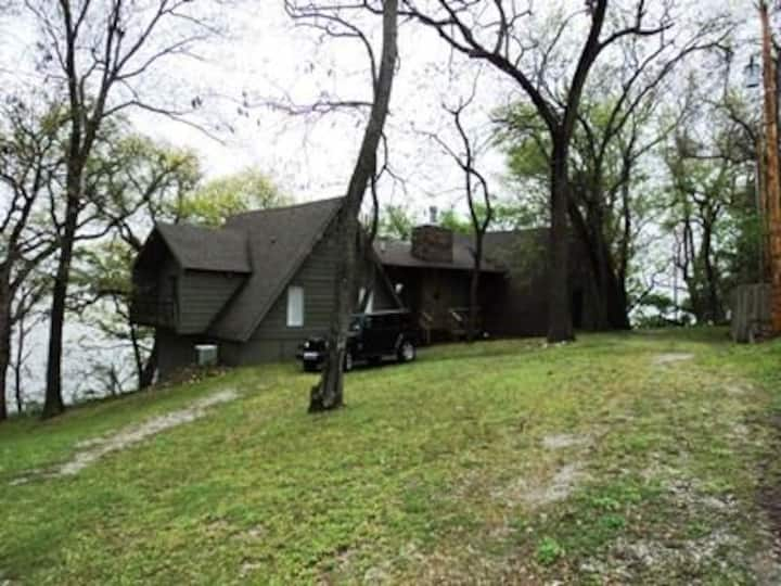 Charming, Private and Furnished Home on Grand Lake