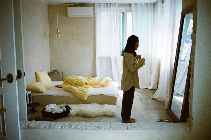 NEW ★강릉 예쁜 동네 2층집★ #집전체 #감성숙소 #스튜디오 #테라스 #감나무