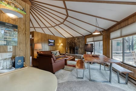 Yurt-style home w/ private hot tub, wrap-around deck, SHARC passes & more!
