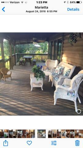 Beautiful Lakefront Home Away From Home - Marietta - Stuga