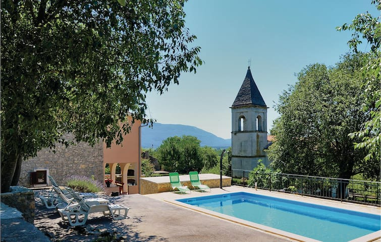 Holiday cottage with 3 bedrooms on 78 m² in Susnjevica