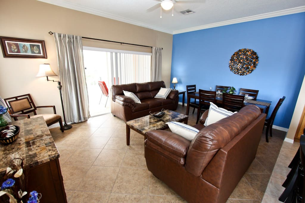 Comfortable and Colorful Living Area w/Flat Screen TV & Pool Access