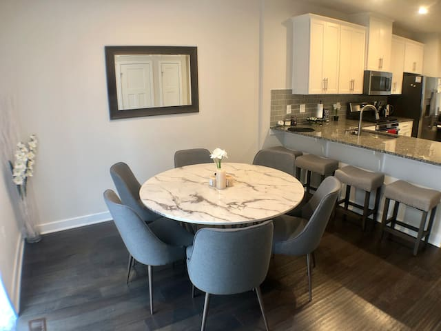 Modern & Charming Private 3rd Floor Suite Near DC