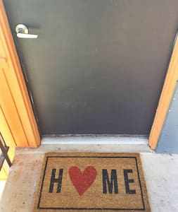 Heart of Tempe - Downtown, Airport, Lightrail - Tempe - Apartment