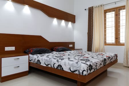 Erackath Premium Apartment near OberonMall - Kochi - Apartment