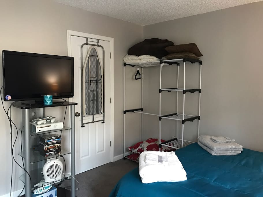 Towels provided - a closet rack for your clothes - 32 inch Tv with dvds - heater - AC - desk - iron - iron table