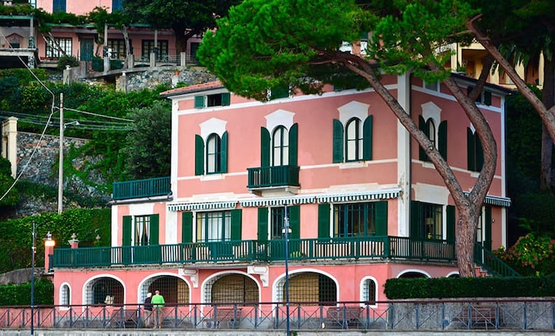 Pink luxury Villa above the beach - Levanto - Villa