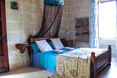 Authentic Farmhouse: cosy private room with pool - L-Għarb