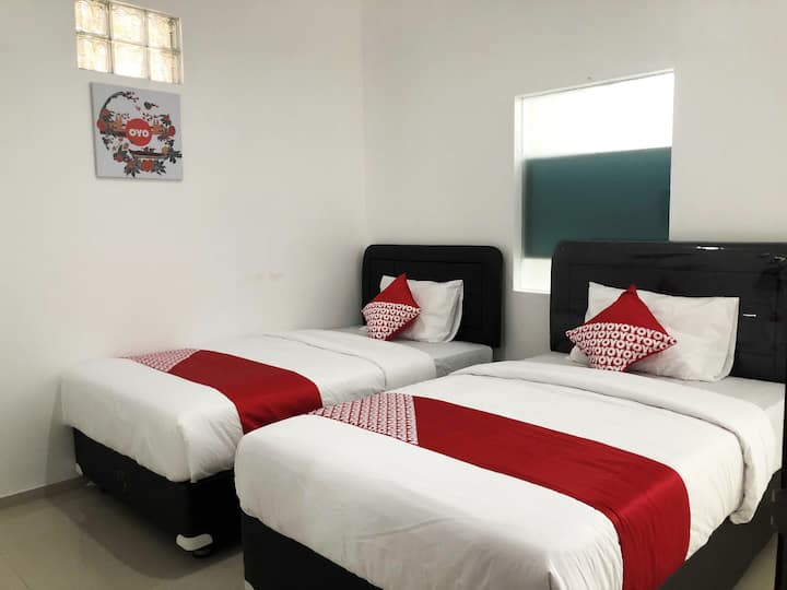 Twin Bed Room Perfect for Backpacker in Canggu