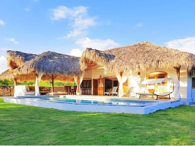 Amazing Villa,12 guests,Pool,Wifi,Beach W-Distance