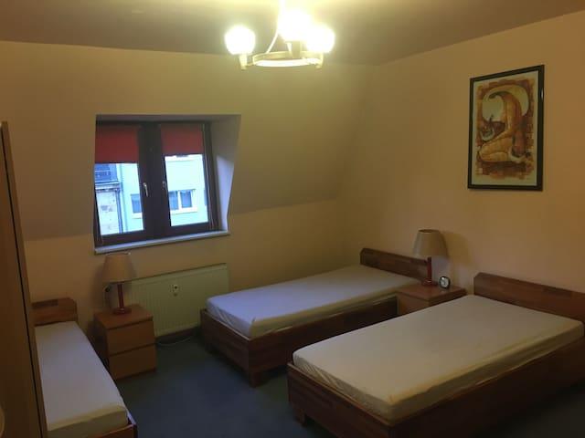 Central Station* 3 Single bed* Shared room* ROOM 7