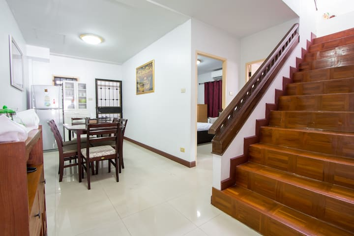 Large 3BR House in City Near Night Bazaar Old Town