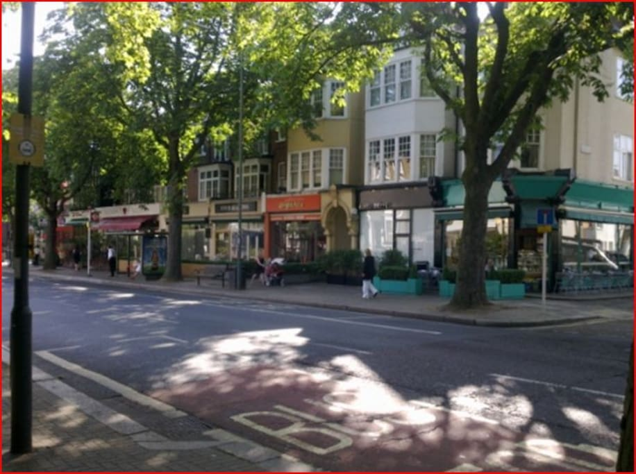 Kew Road - Lots of lovely bars and restaurants