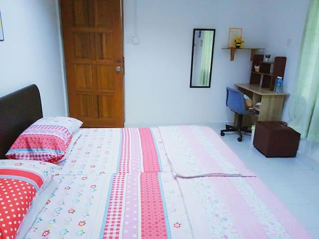 The Room / 2 Single Bed 2 张单人床