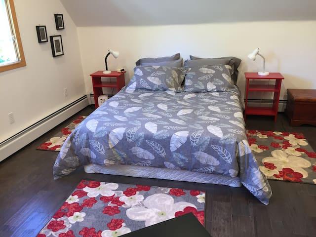 Comfortable queen bed with silk duvet