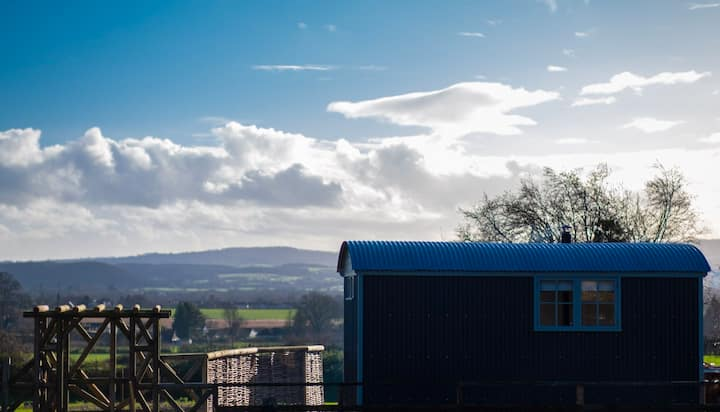 'The Croft' Rural Shepherds Hut retreat & Hot Tub