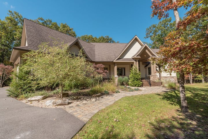 NEW! Beautiful Lake Access home w/ private indoor pool and 2 hot tubs!