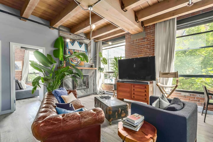 Historic Luxury Gastown Loft-Close to everything!