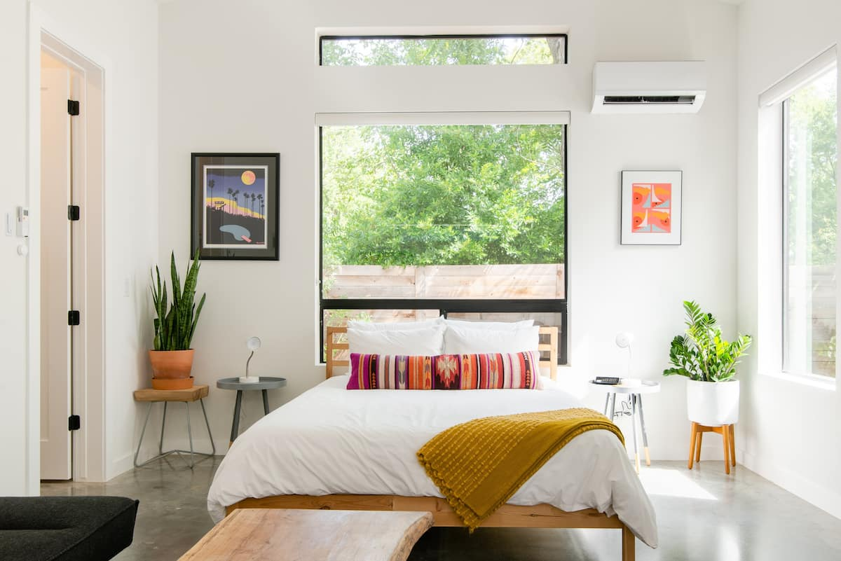 Modern, Serene Studio in Hip East Austin