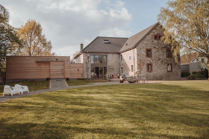 B&B in luxuriösem Bauernhof mit Garten & Sauna