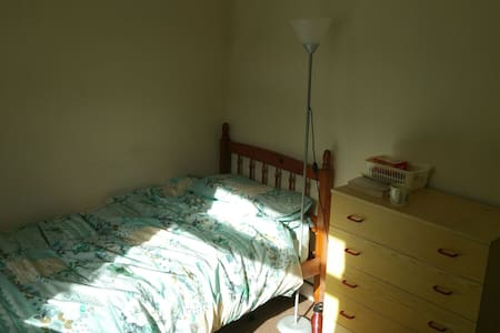 Good size room in family home - Oxford