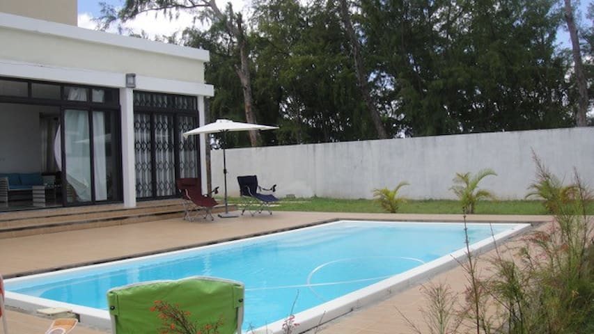 Modern 4 BR Beachfront Villa w/Private Pool+WIFI - Belle Mare