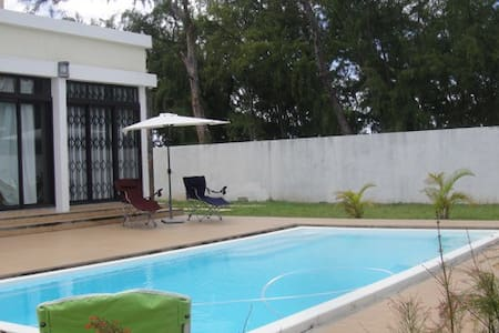 Modern 4 BR Beachfront Villa w/Private Pool+WIFI - Huvila