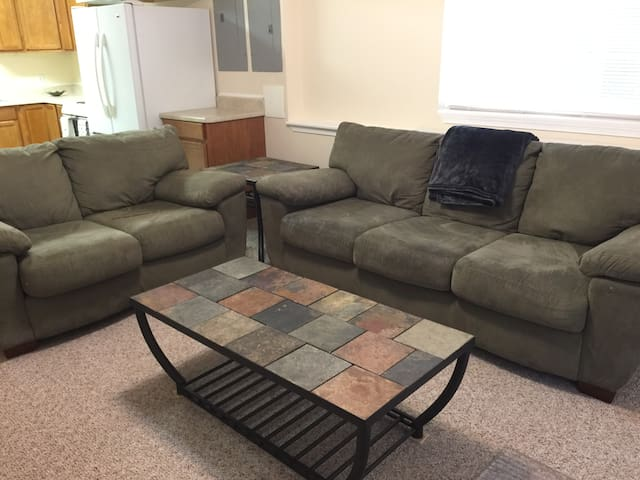 Private 1 bedroom basement apartment - Fredericksburg - Byt