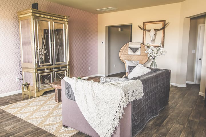 Charming Cozy Country Glam Guest Suite