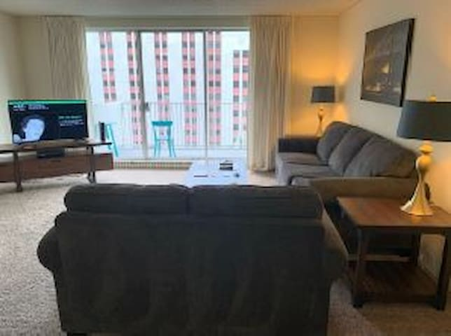 Wonderful 1 Bedroom in Jackson Square!