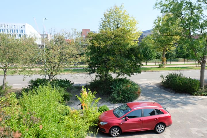 13m2, forest view, center station food parking