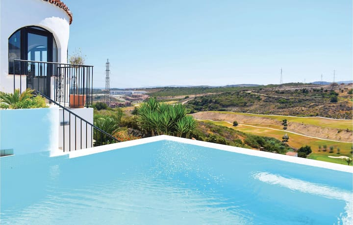 Nice home in Gaspara/Estepona with Outdoor swimming pool, WiFi and Outdoor swimming pool