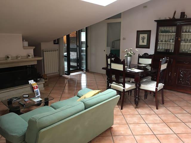 La Mansarda di Isa (free Wi-Fi)