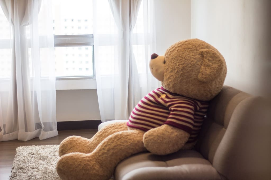 Relax and enjoy at the cozy Teddy House with the high floor spectacular view.