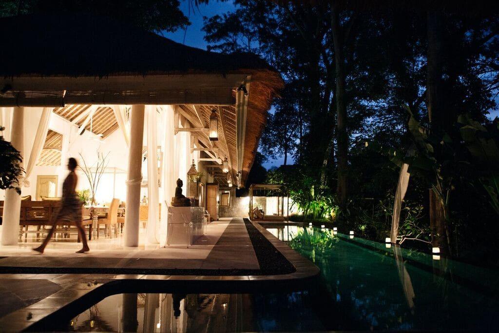 The villa comes to life at dusk