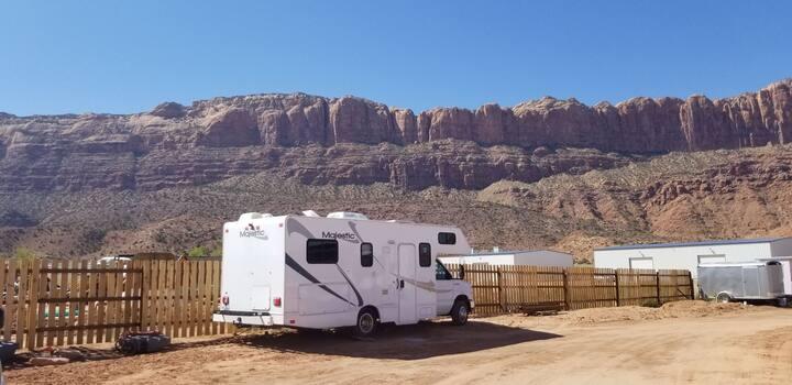 RV Adventure Rental! 8 miles to Moab, super views!