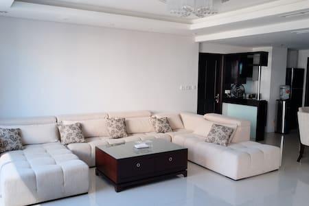 Spacious134m2.Private.Luxury ConnectTunjunganPlaza