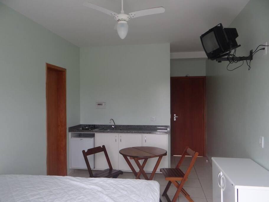 Sala e cozinha com 2 sofá cama