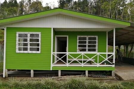 Cabaña Rústica en el bosque Turrialba: LA CASONA
