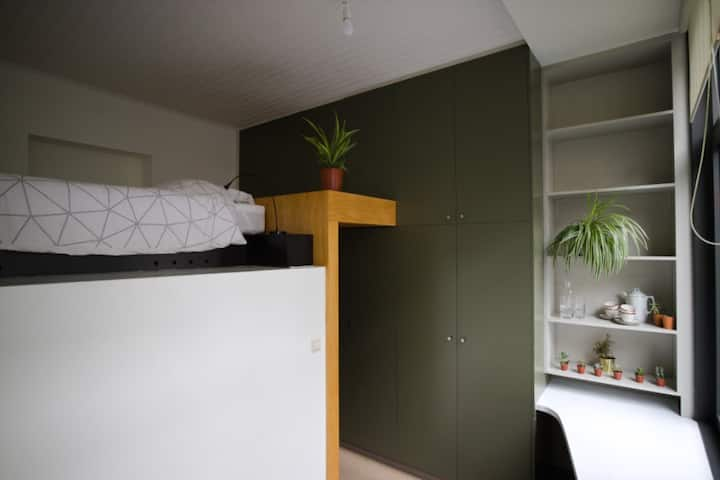 Cozy bed and bathroom in the heart of Borgerhout.