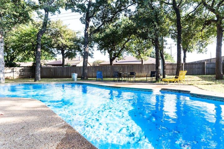 Luxury 5 bedroom. Huge yard. Pool. By Stadium. - Arlington - Dom