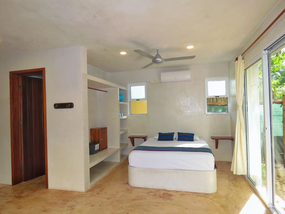 Queen size bed, A/C, TV, Wifi and full bathroom.