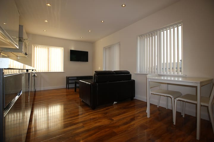 Y3 Apartments, Longford Suite - Gloucester - Apartment