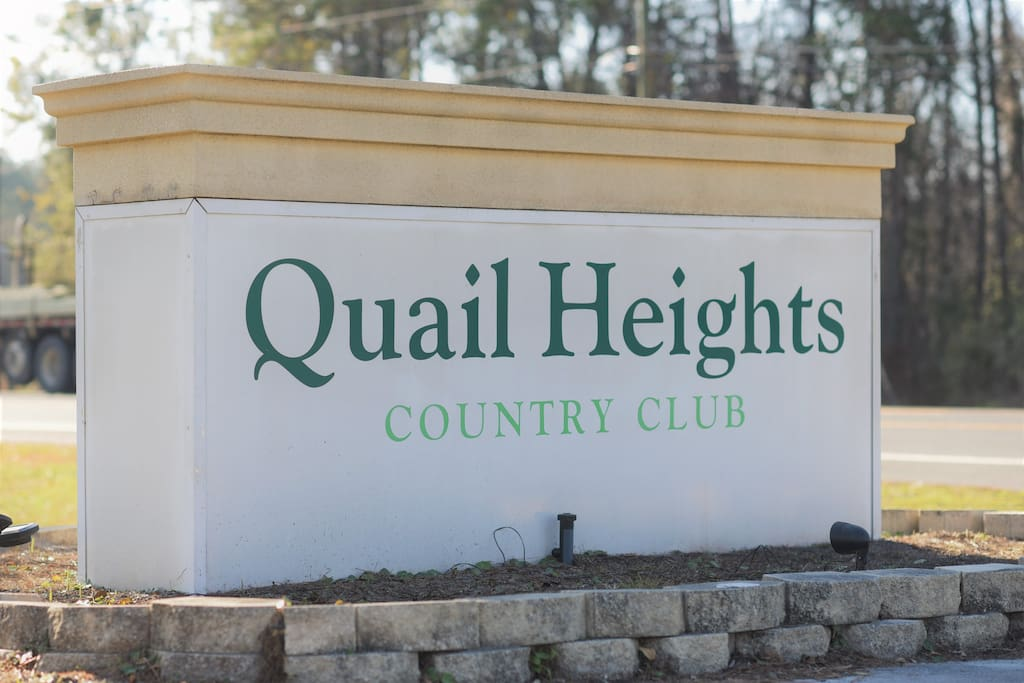 Entry to Quail Heights