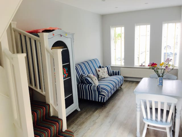 Beautiful modern 1 bedroom cottage by the sea - Whitstable