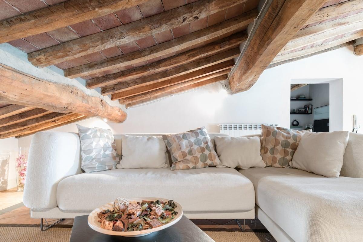 Cozy Attic Apartment in Lajatico in Heart of Roral Tuscany